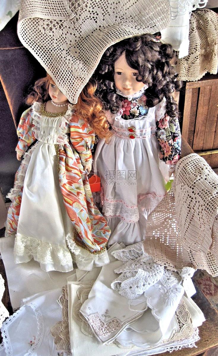 可爱的仿古瓷娃娃