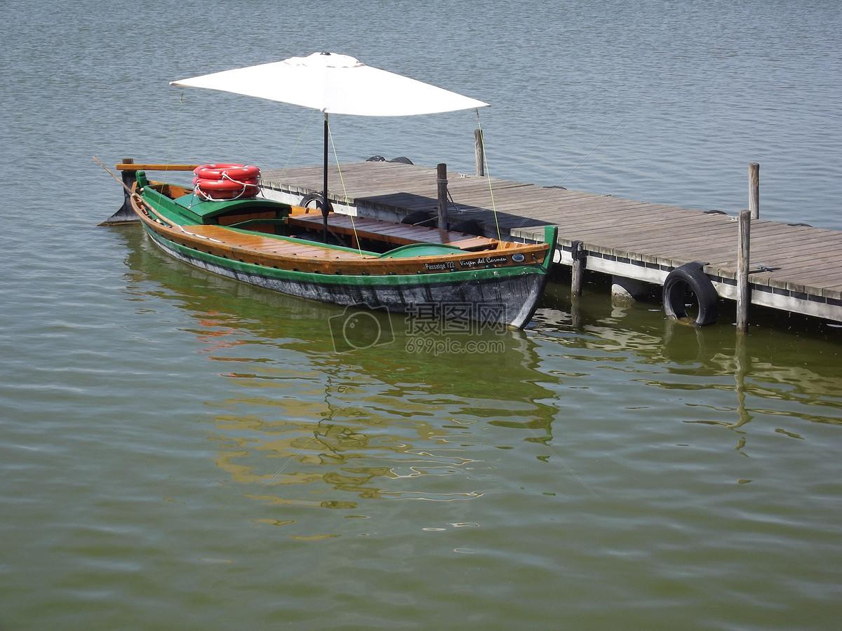 湖水里的小木船图片素材_免费下载_jpg图片格式_高清