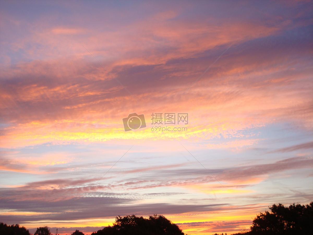 图片 照片 自然风景 蓝天下的红霞.jpg