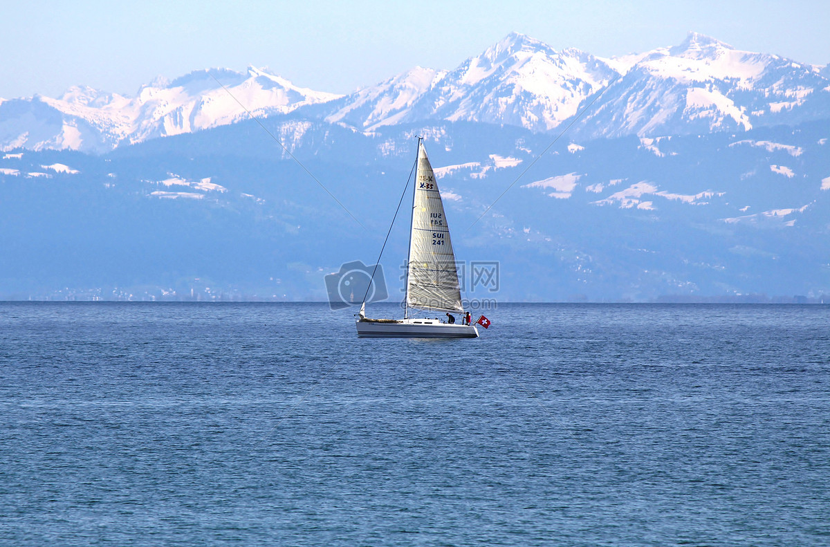 图片 照片 自然风景 海面上的帆船.jpg