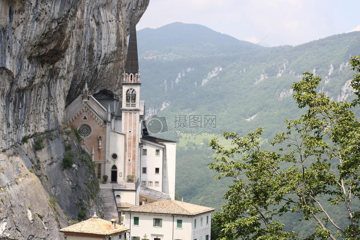 梦到山上有很多房子