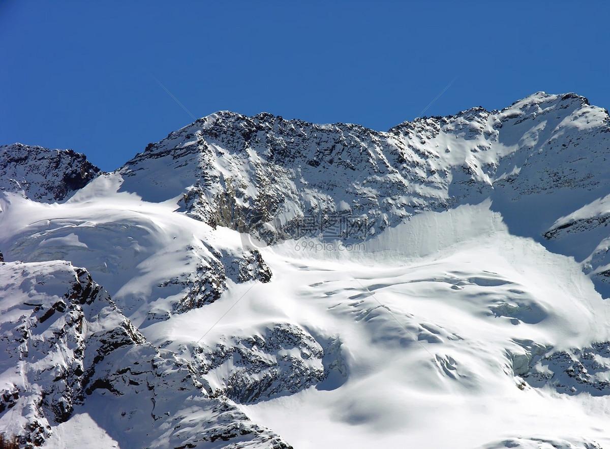 雪白色的山峰