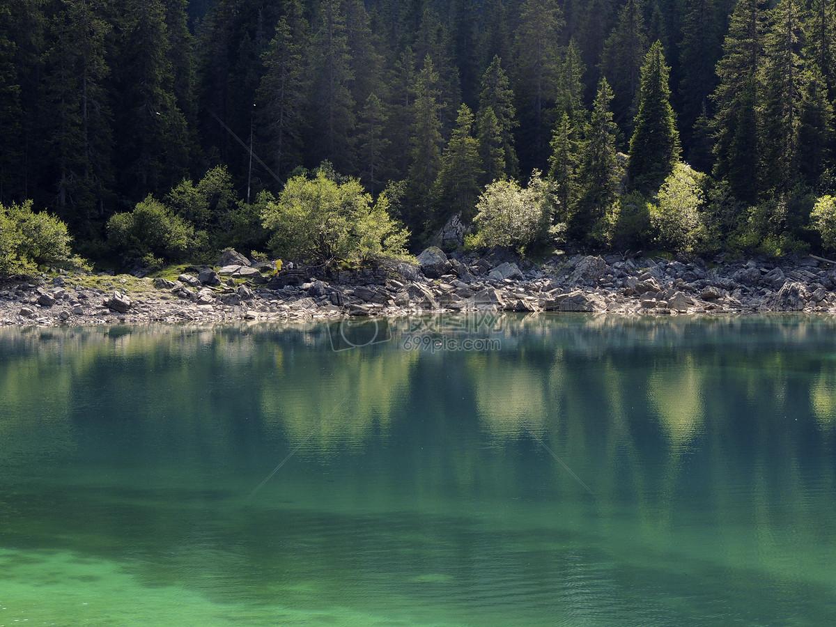 唯美图片 自然风景 森林边的湖泊jpg 分享: qq好友 微信朋友圈 qq