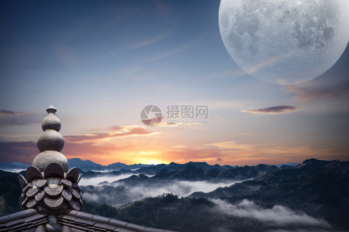天空圆月图片