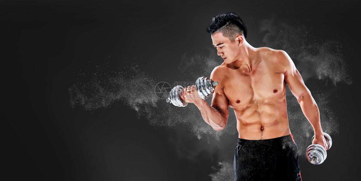 正在健身的男人图片