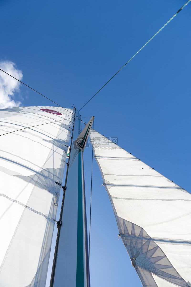 蓝底船帆队旗旗帜设计