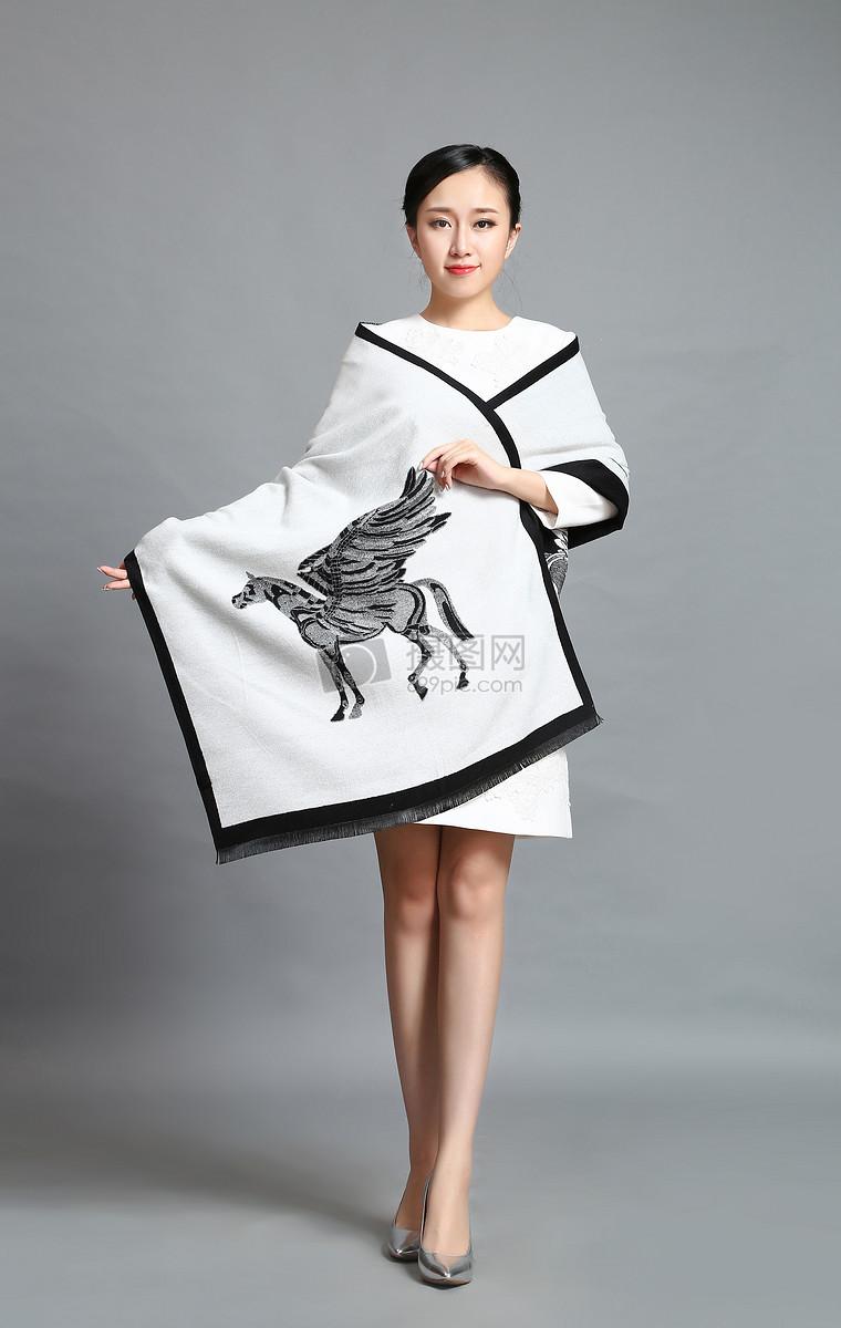 丝巾模特白色