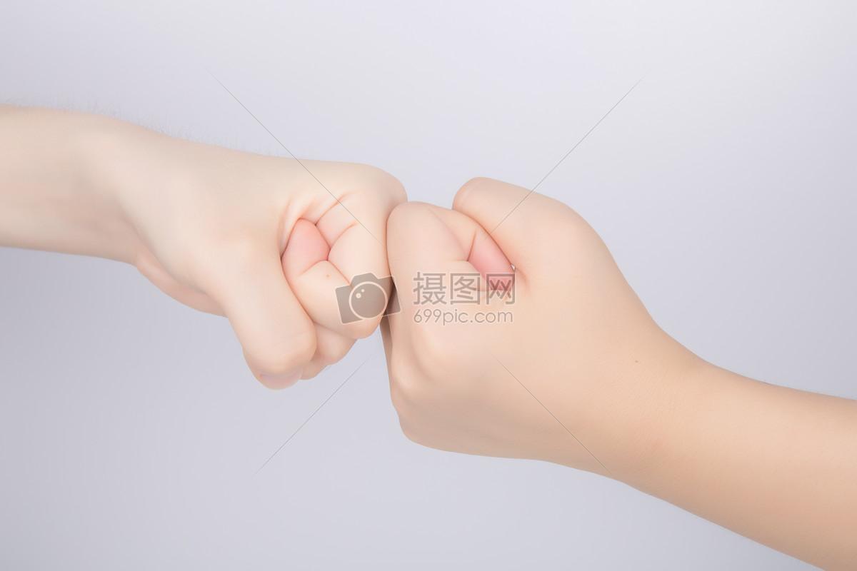 团队击拳鼓舞士气图片