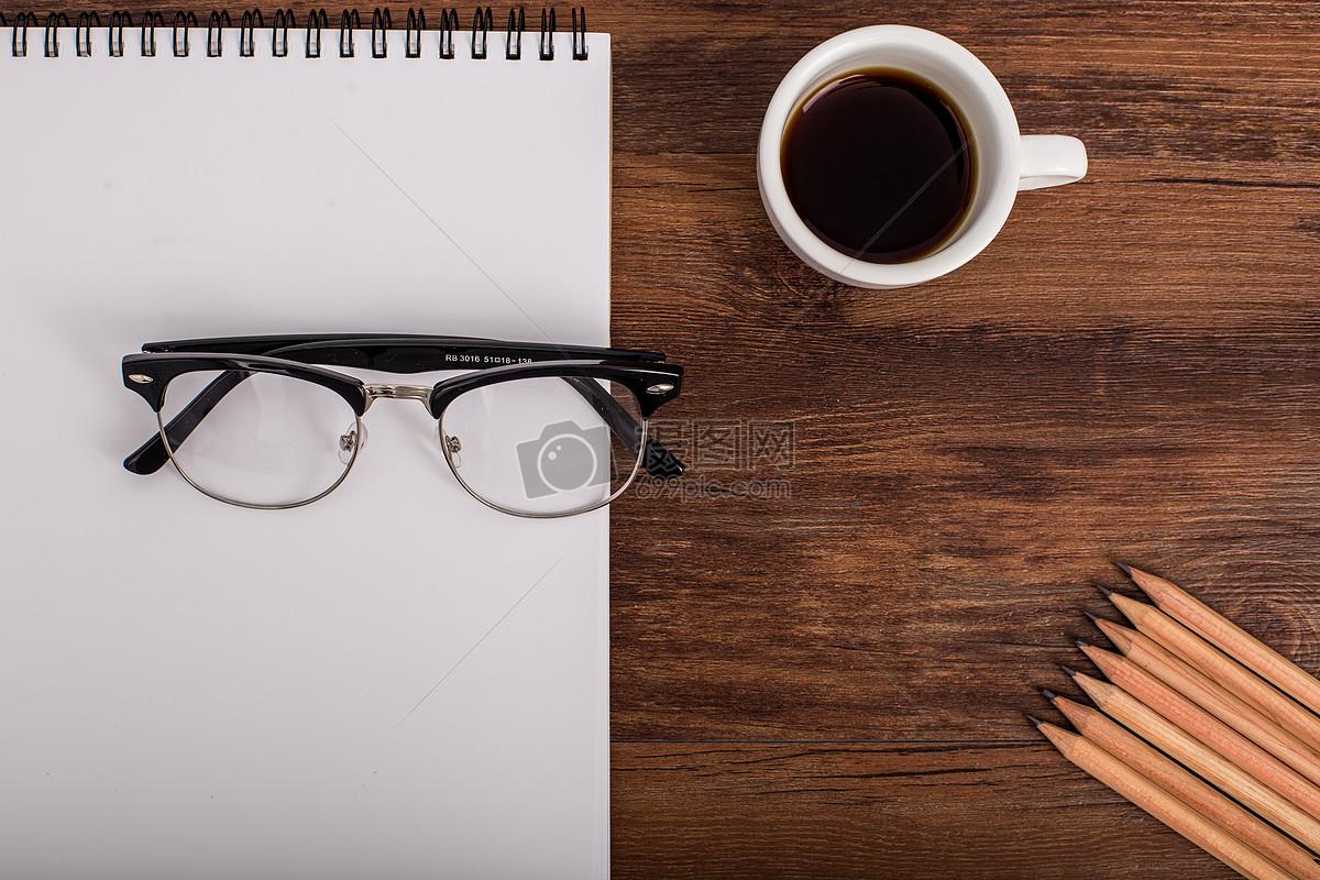 创意素描办公桌面摆拍图片素材_免费下载_jpg图片格式
