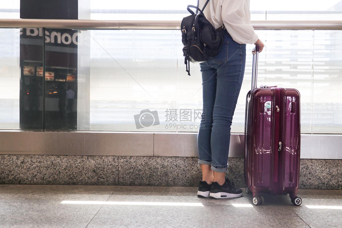 拉着行李箱去远行图片素材_免费下载_jpg图片格式_vrf