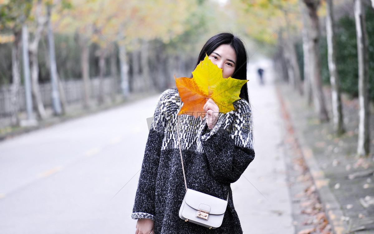 秋天的人物摄影图片