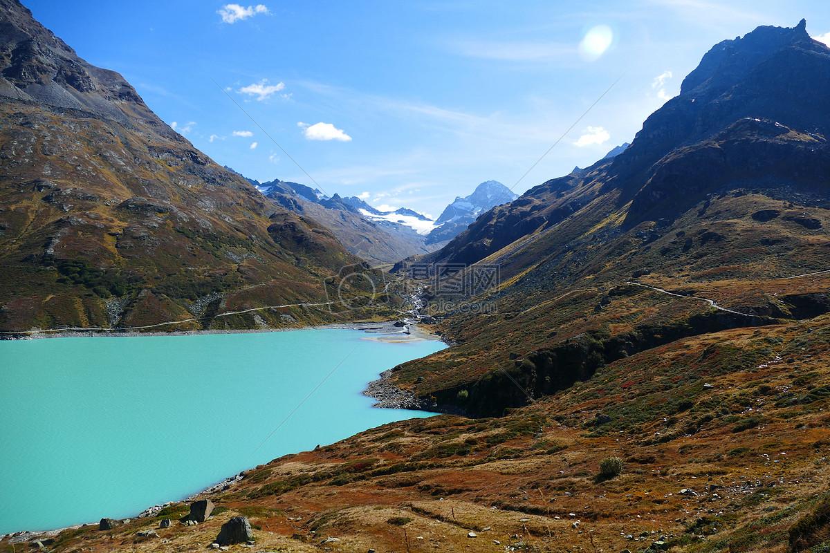 山峦河流风景图片