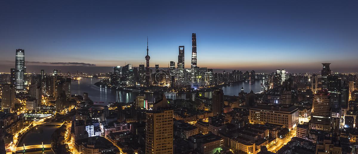 日出前的上海城市风景