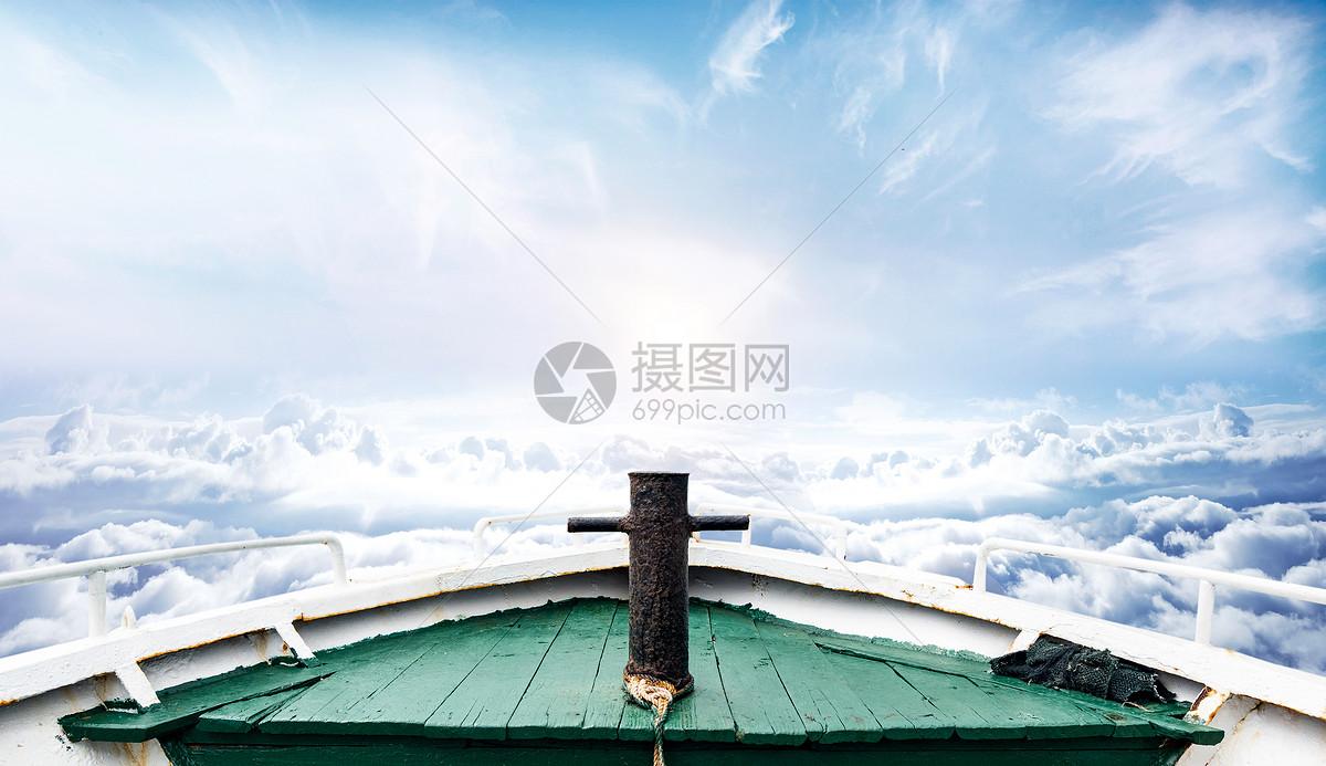 云海里的船图片