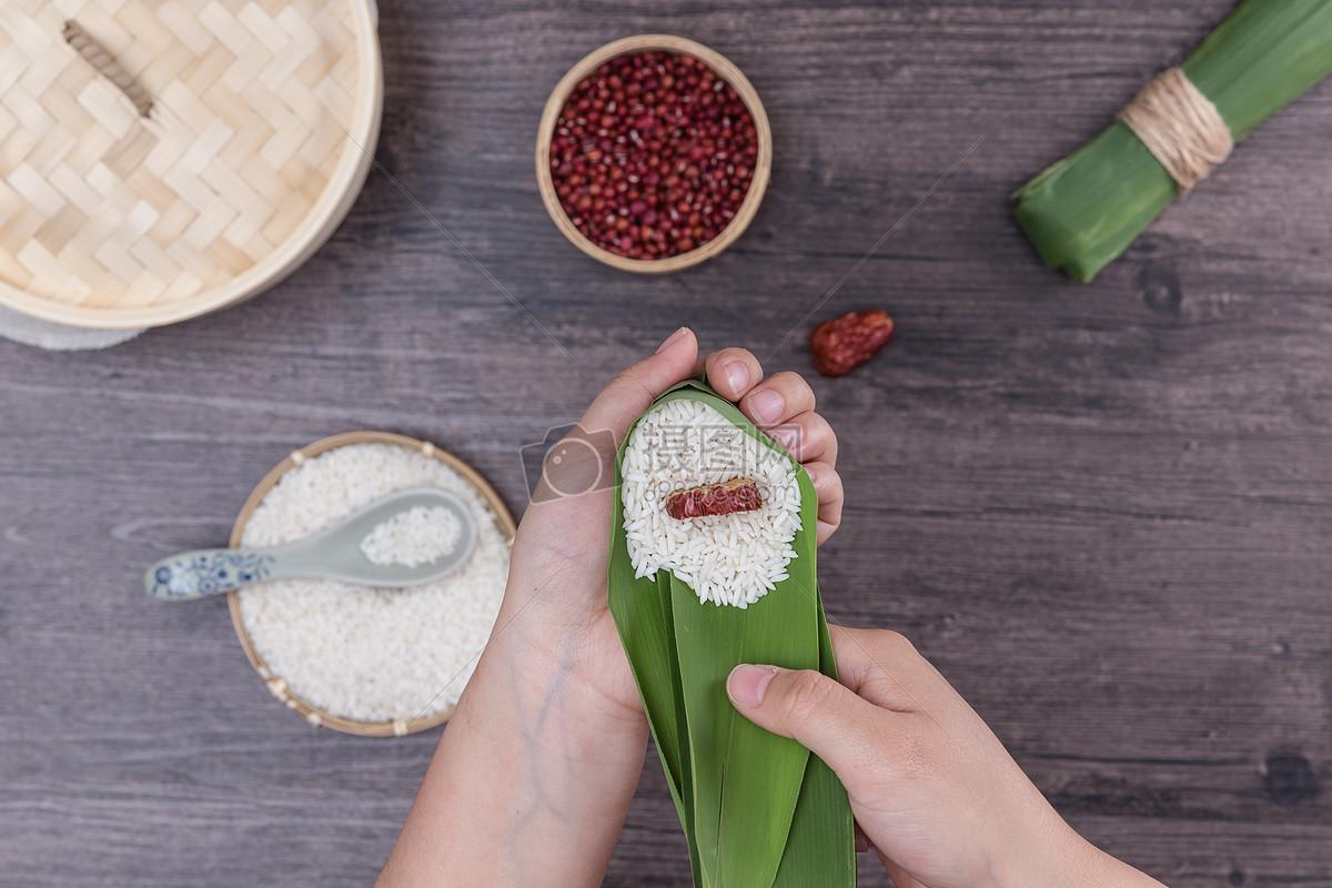 端午节传统手工包粽子过程