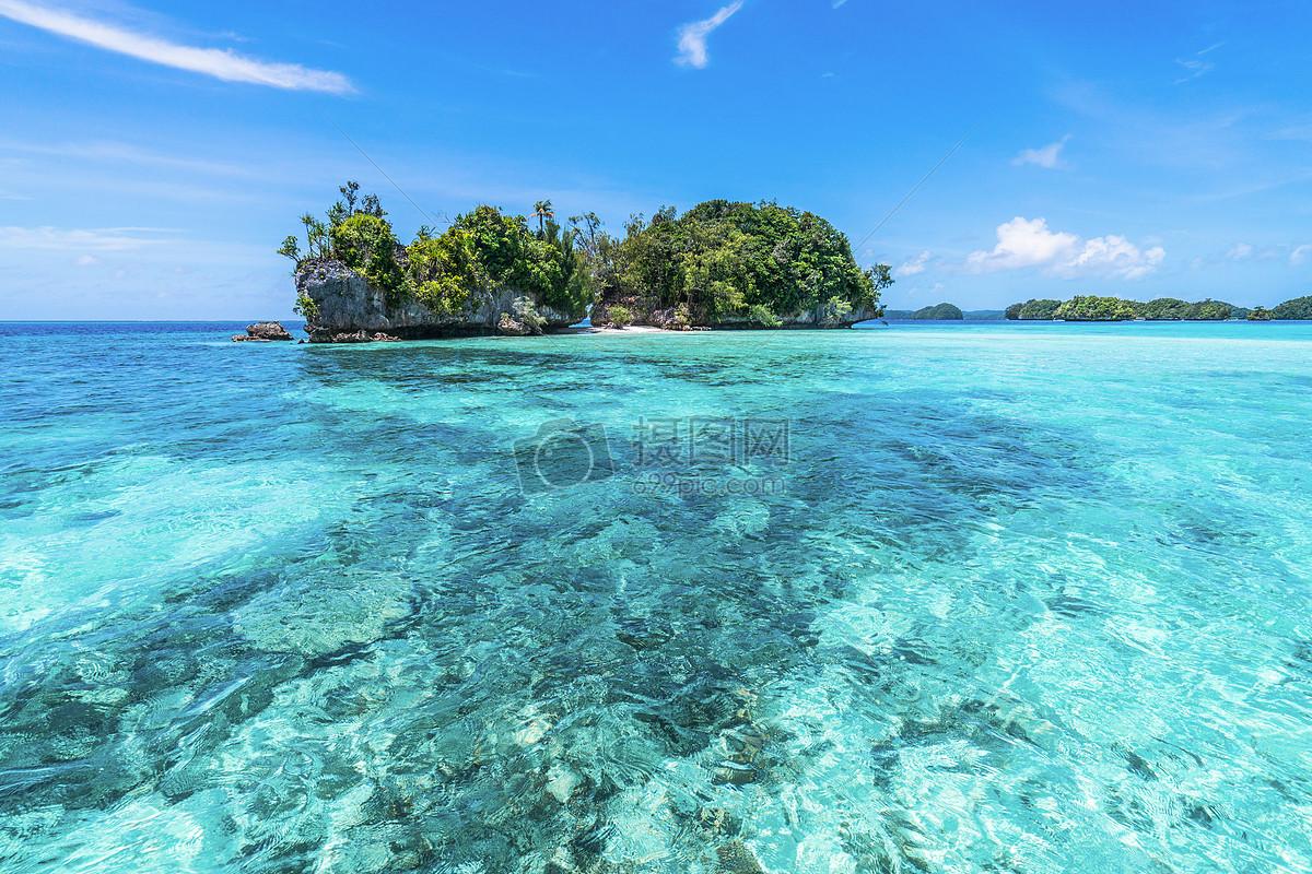 蔚蓝色阳光大海图片