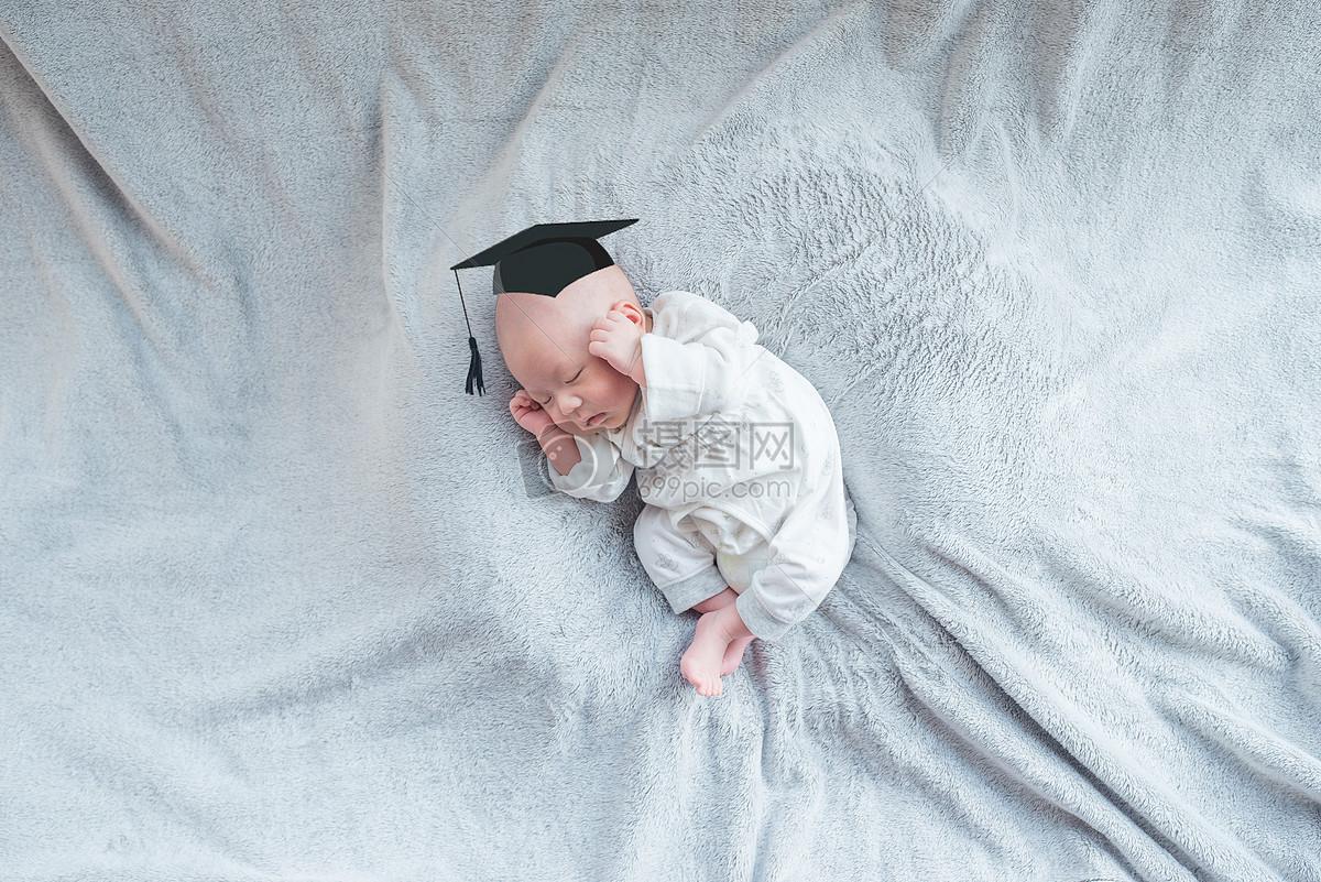 标签: 幼儿园思考毛毯铅笔画宝宝学校博士帽卡通可爱儿童带着博士帽