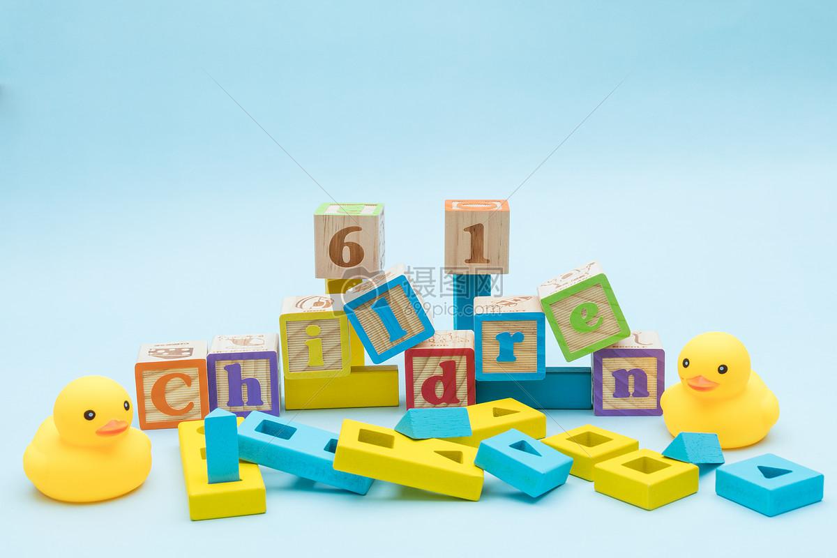 兒童節小黃鴨積木海報素材
