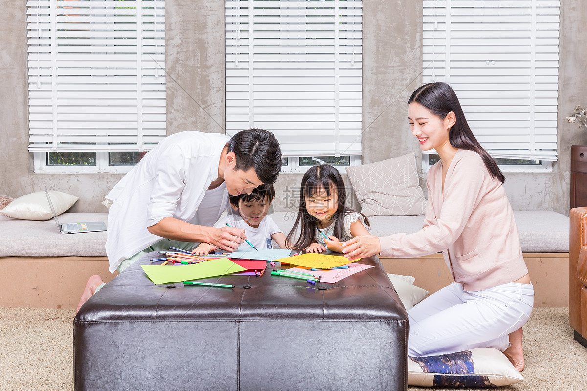 爸爸妈妈教孩子画画
