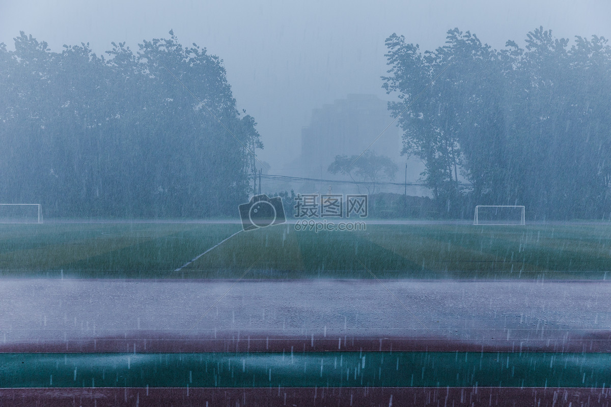 校园操场暴雨天气素材摄影图片免费下载_自然/风景