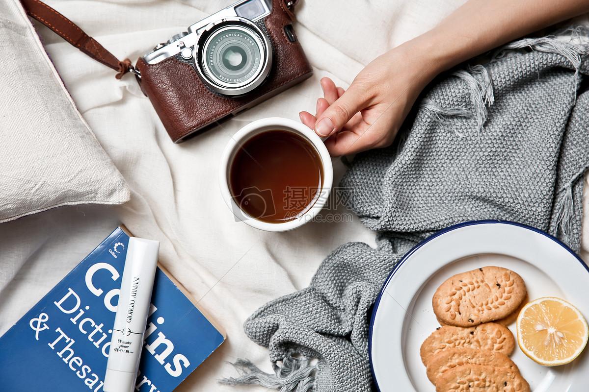 创意生活氛围相机咖啡和饼干书本图片