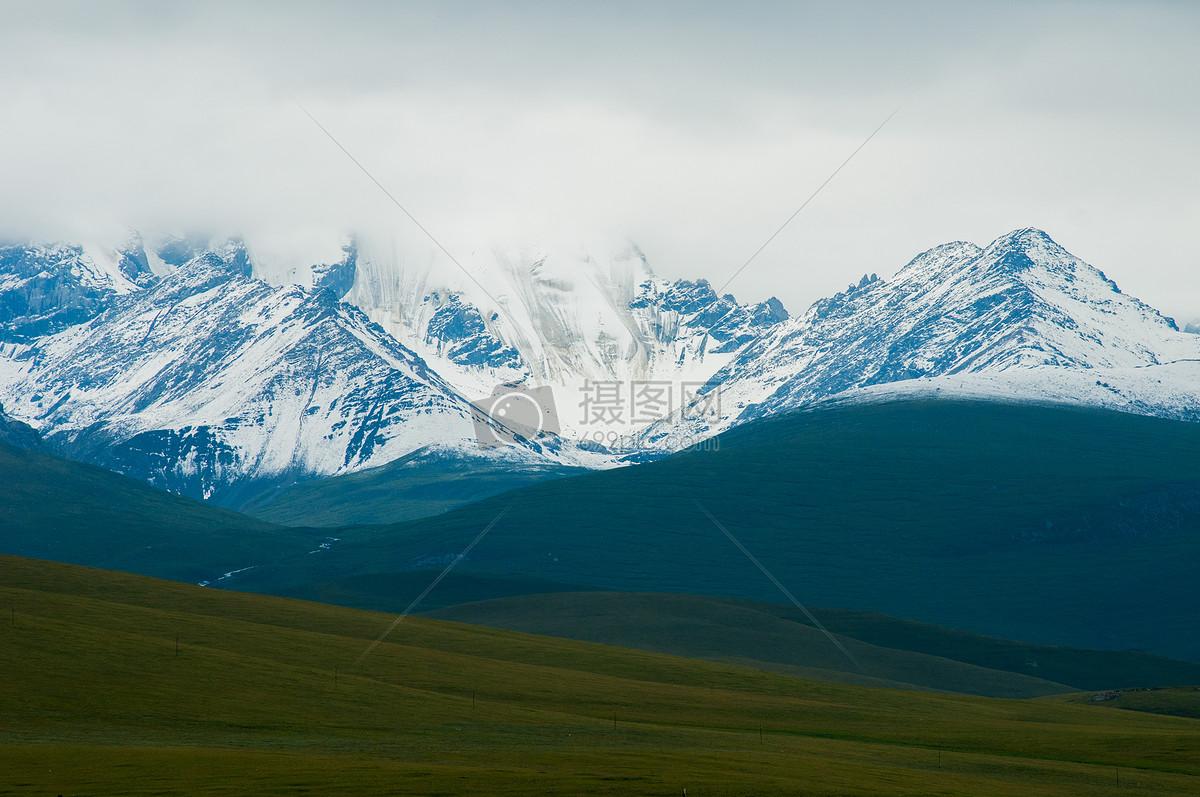图片 照片 自然风景 新疆雪山雪峰草原云雾.jpg