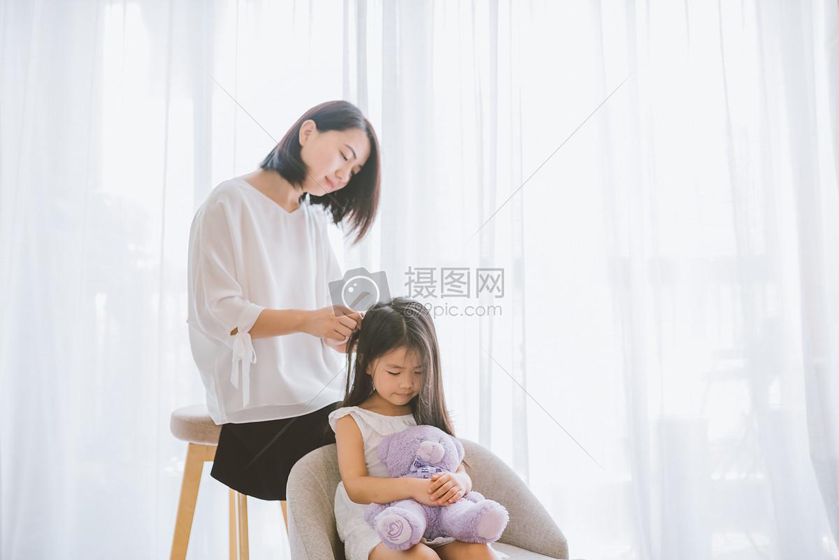 温馨亲子照_温馨家庭母女亲子高清图片下载-正版图片500493770-摄图网