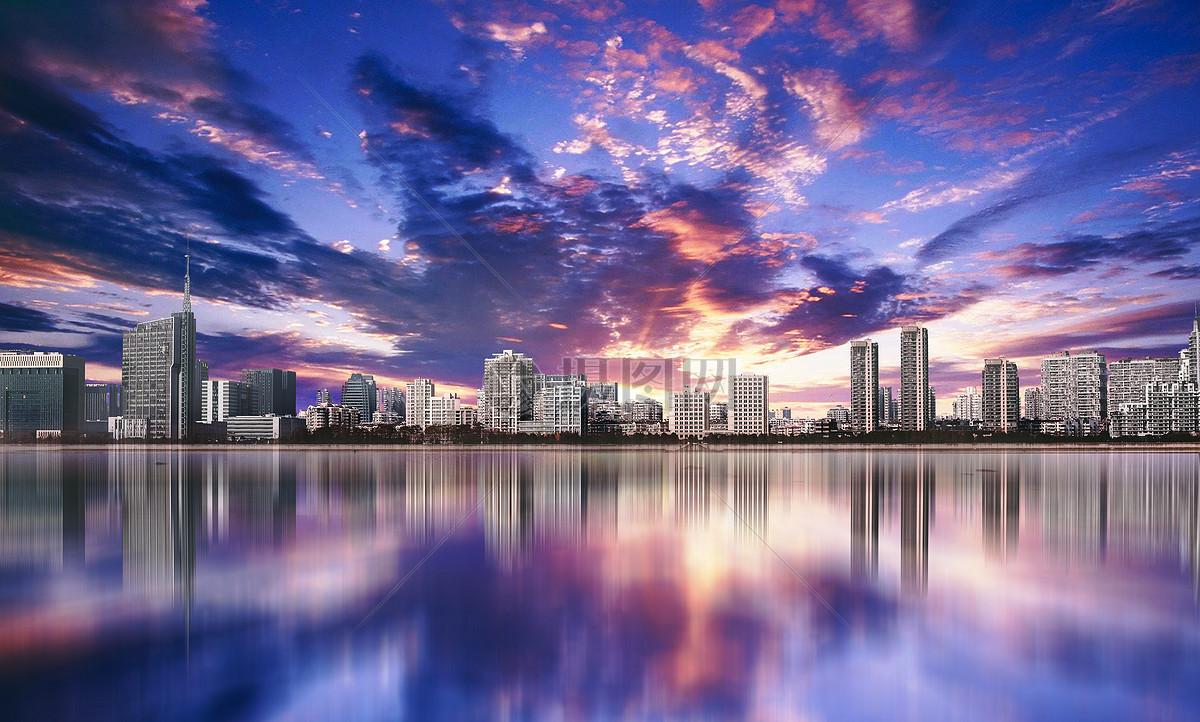 壮丽城市全景和倒影图片