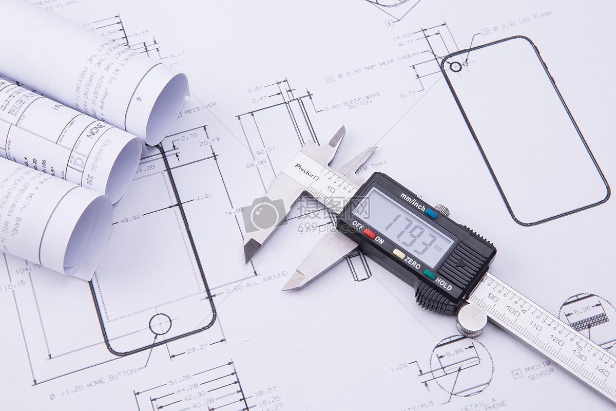 工程图纸与游标卡尺