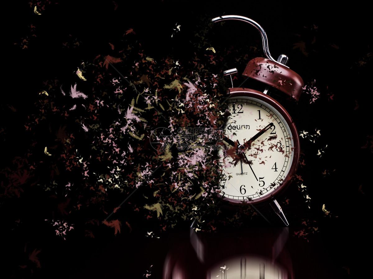 闹钟钟表时间消失流逝碎片化图片