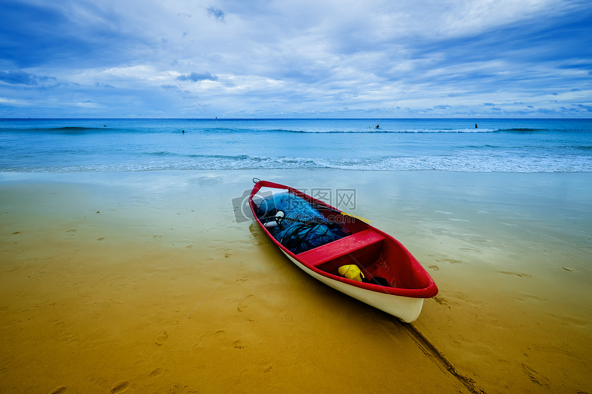普吉岛的蓝天白云大海沙滩小船图片普吉岛的蓝天白云大海沙滩小船图片