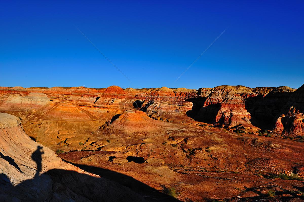 标签: 自然新疆彩色山丘自然景观自然现象黄色风景金色广阔山脉傍晚