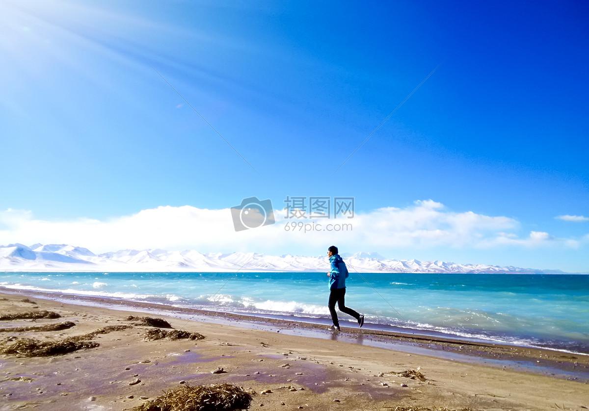 图片 照片 自然风景 海边跑步的人.jpg