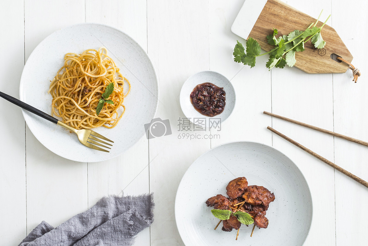 餐桌桌布_餐桌上的美食高清图片下载-正版图片500559712-摄图网