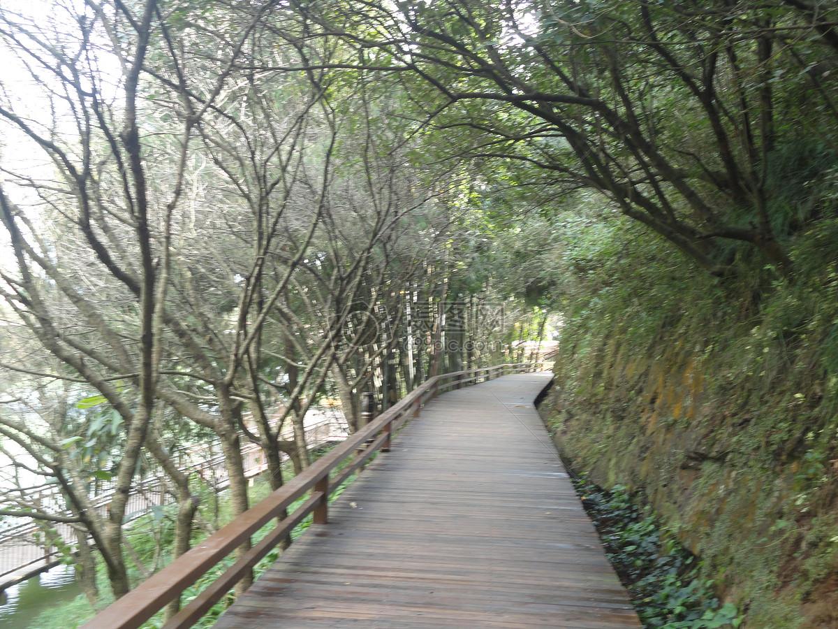 贵州醇酒厂风景区- 滨河步道