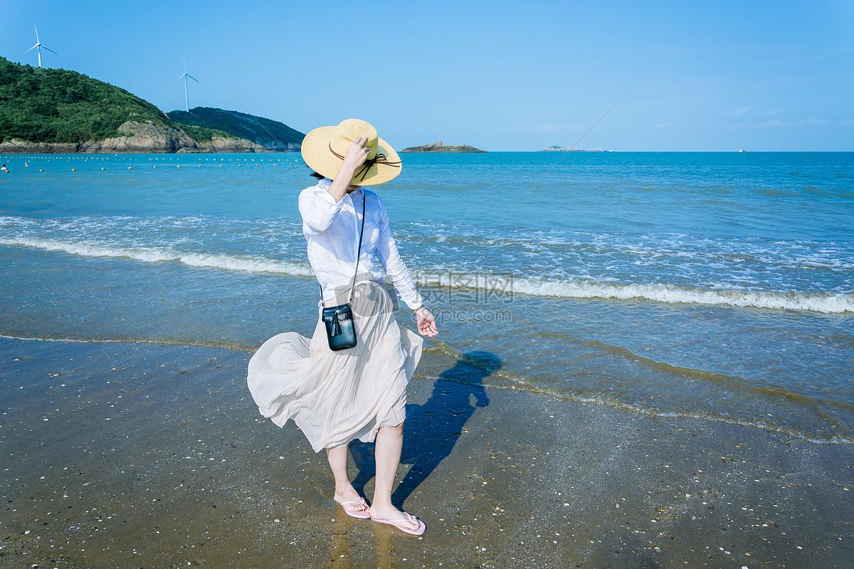 照片 自然风景 海边的女孩jpg