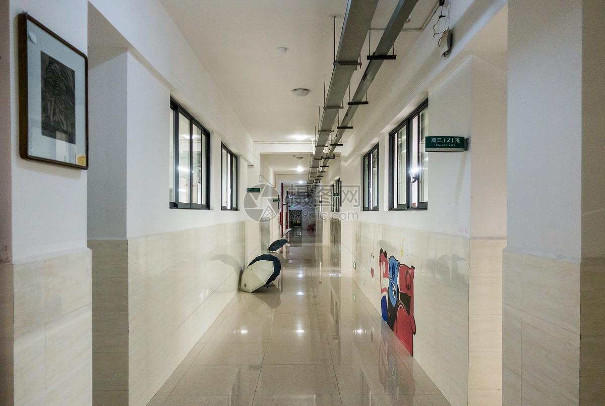学校教学楼走廊