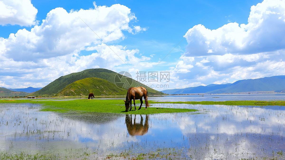 泸沽湖蓝天白云山水倒影美景