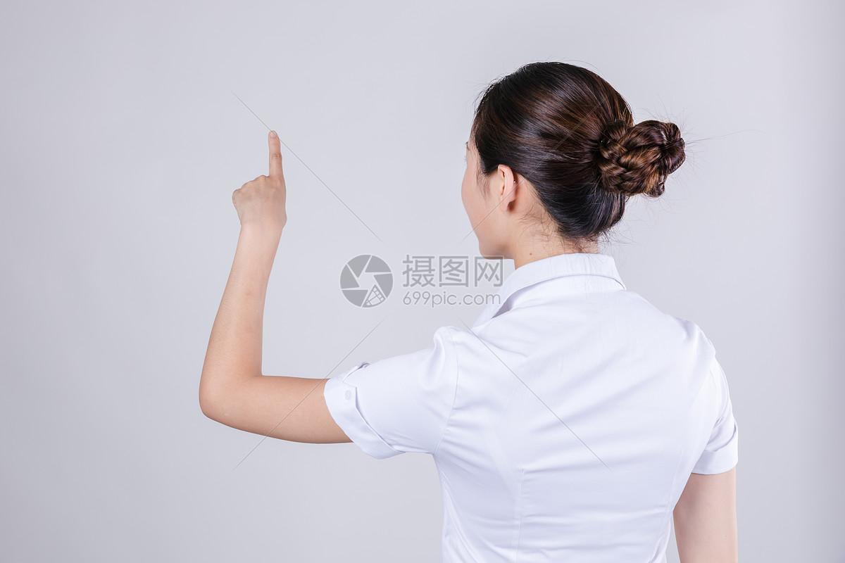 商务女士科技手势动作背影