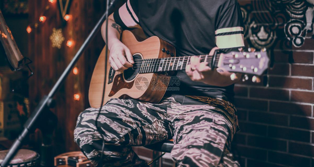 唯美图片 人物情感 弹吉他人特写jpg