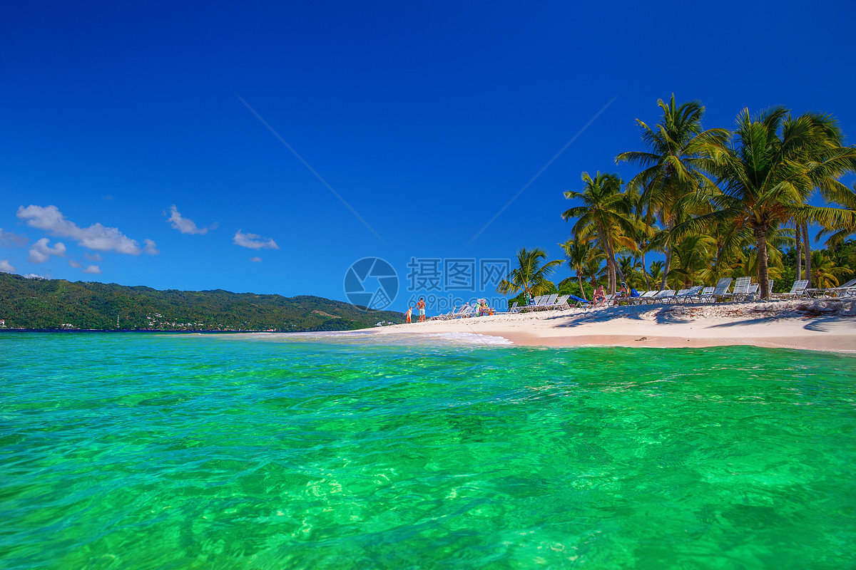 蔚蓝大海与海滩