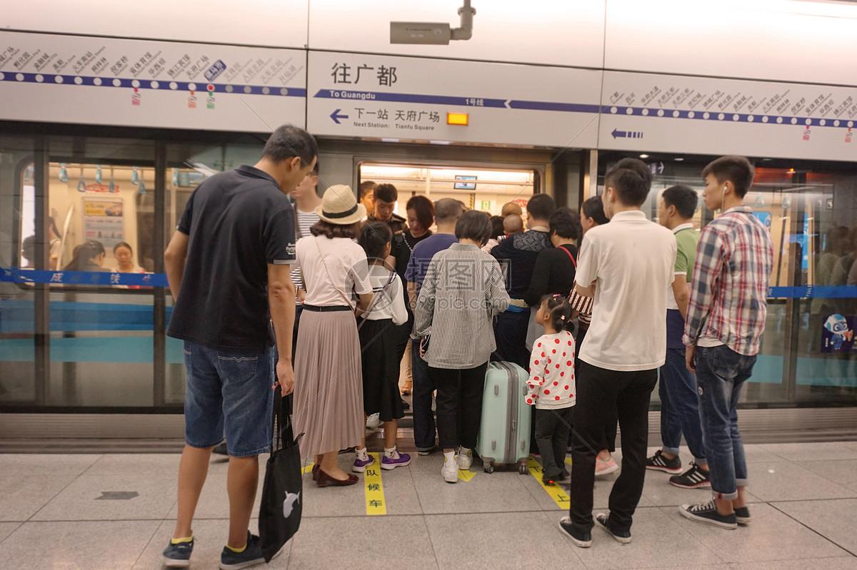 图片 照片 旅游度假 假日出行拥挤的地铁.jpg