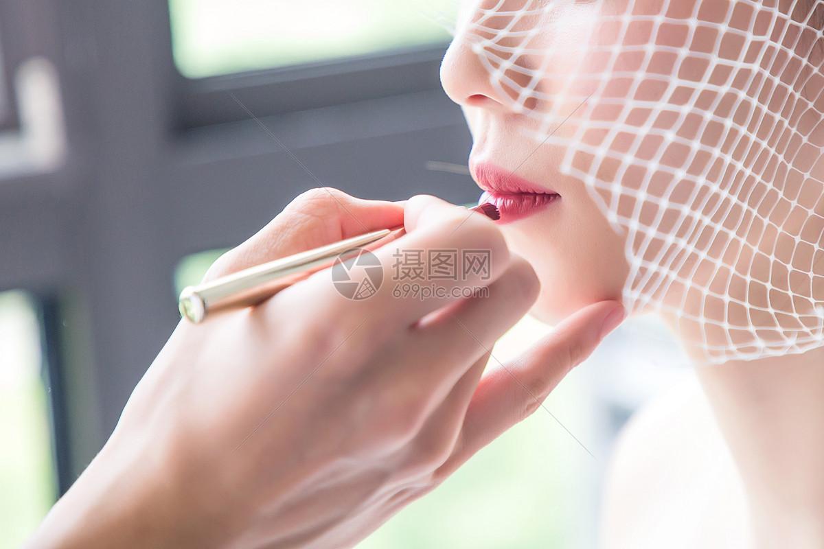 美丽的新娘化妆图片