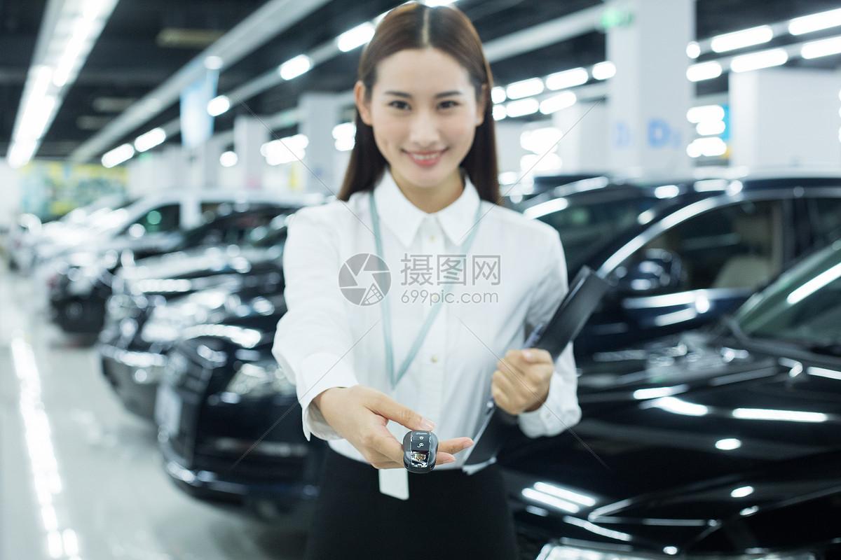 汽车销售服务人员交付钥匙图片素材_免费下载_jpg图片