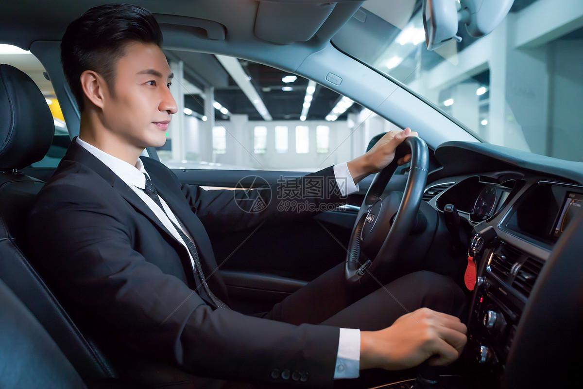 驾驶汽车商务出行图片