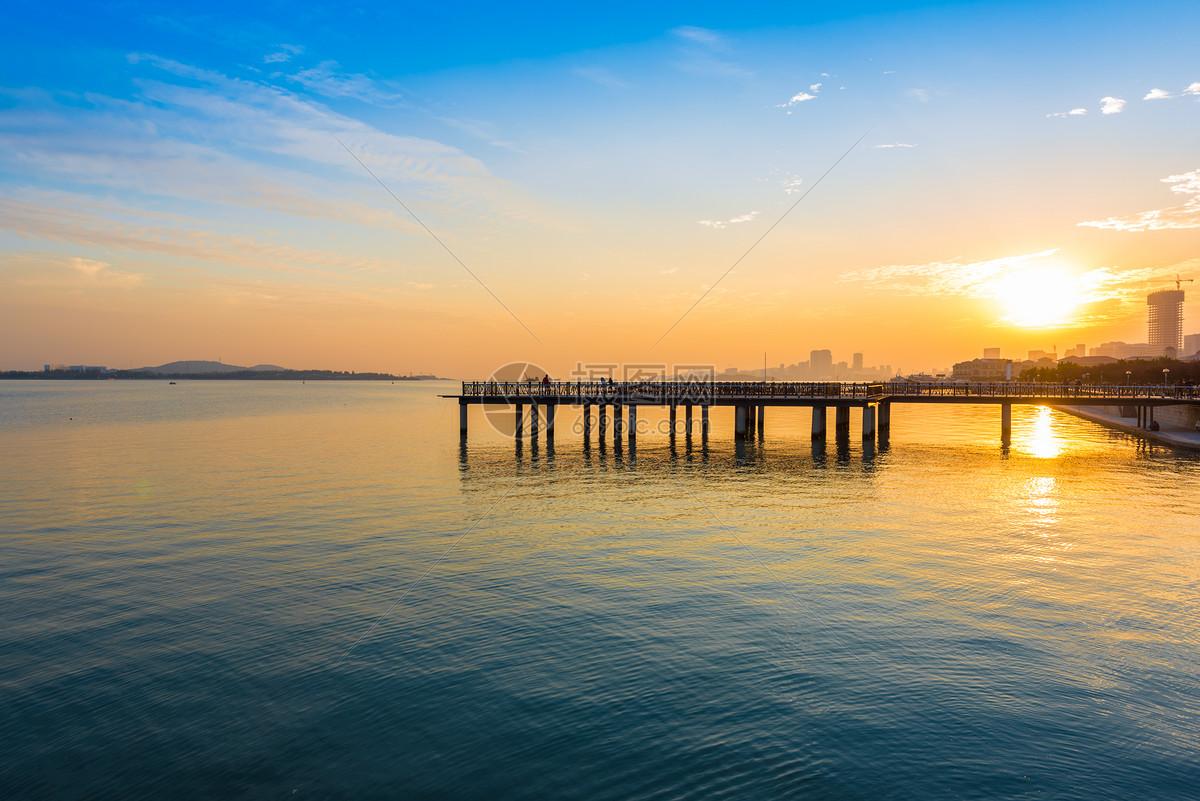 青岛海边日落最美夕阳