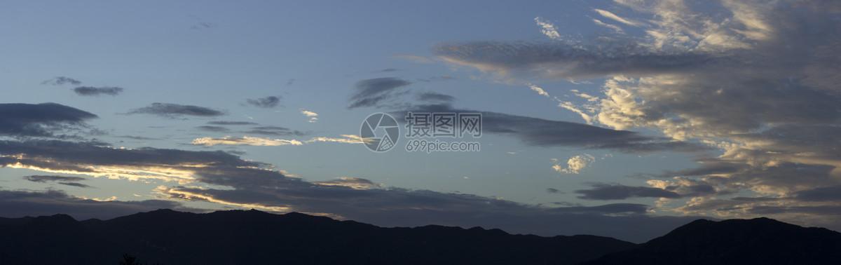 有云的风景图片