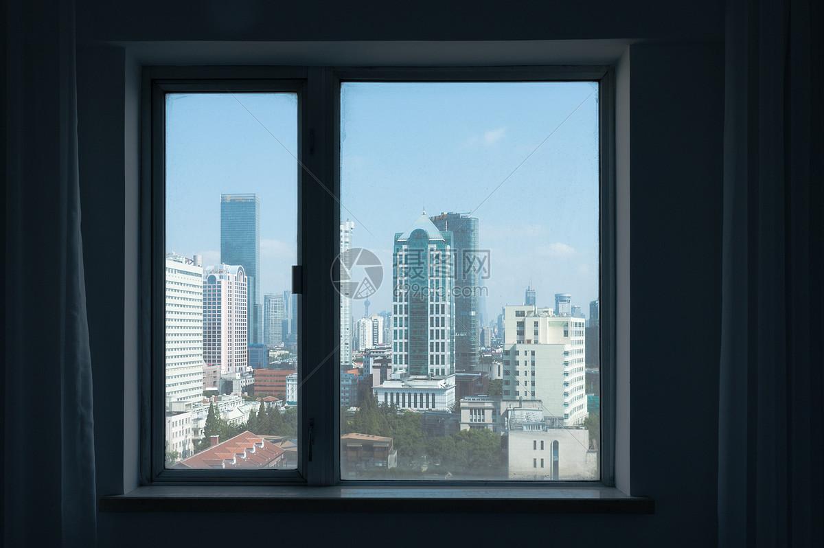唯美图片 建筑空间 窗户外的风景jpg  分享: qq好友 微信朋友圈 qq