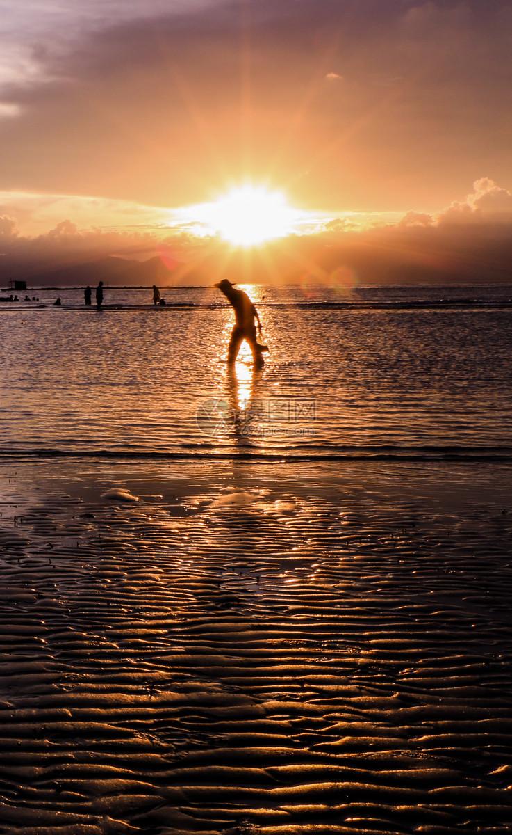 图片 照片 自然风景 海滩夏天日落人物剪影.