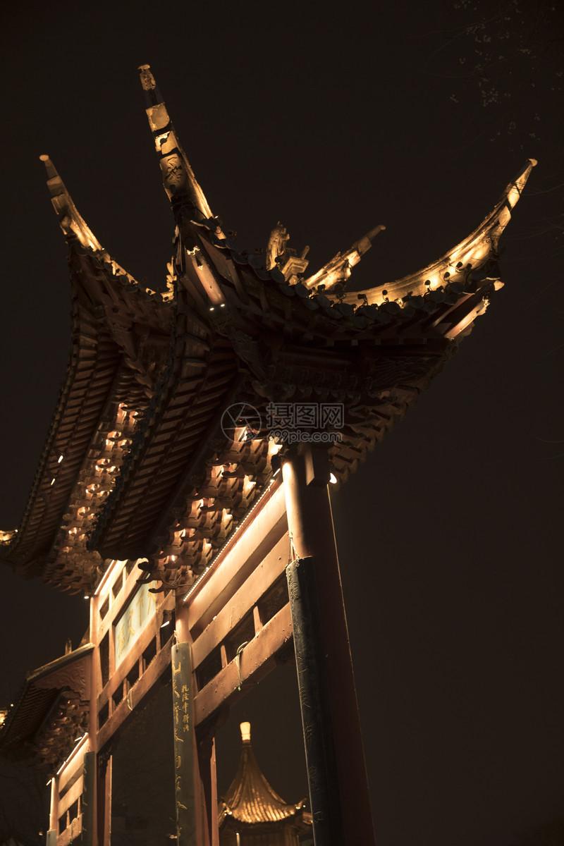 夜晚的古风建筑